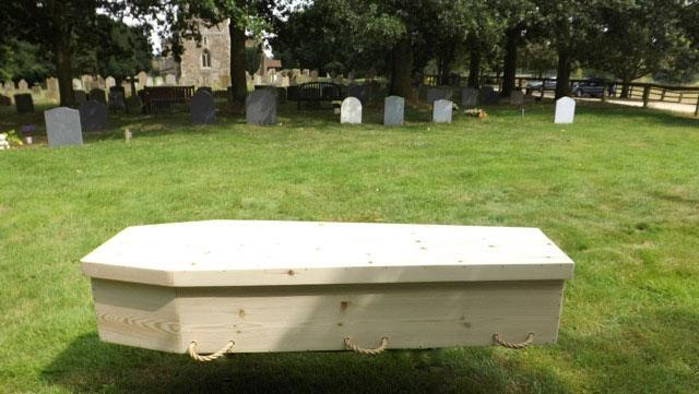 Toe-Pinch Casket with Lid